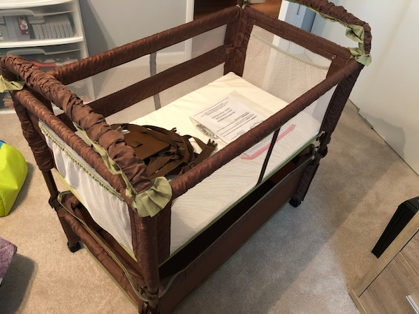Arm's Reach Concepts Clear-Vue Cocoa/Fern Cosleeper/Bassinet with 3 sheets
