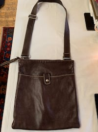 Roots leather cross shoulder purse Gatineau, J8T