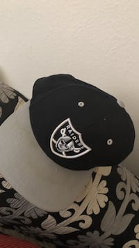 Black and grey oakland raiders fitted cap Citrus Heights, 95610