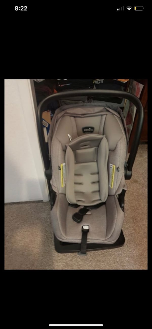 Baby carseat and stroller  449c1108-1192-4d56-a16c-2baf9c90d607