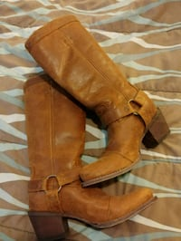 pair of brown suede heeled boots Annandale-on-Hudson, 12504
