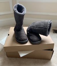 Pair of Uggs black suede boots used Vienna, 22180