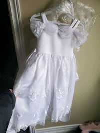 White girls dress size 4 worn only a few hours in excellent condition  Brampton, L6W 1V2