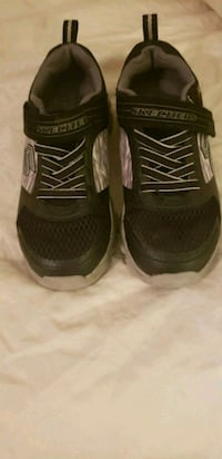 skechers and gap shoes youth size 1 Lenoir, 28645