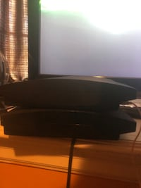 2 ps3 consoles 6 controllers 28 games one dual charging port 150$ OBO Toronto, M2R 2E7
