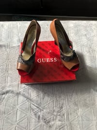 Great condition Guess pumps 74 km