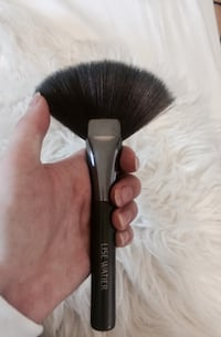 Quality synthetic LISE WATIER Fan makeup brush Ottawa, K1R 6J9