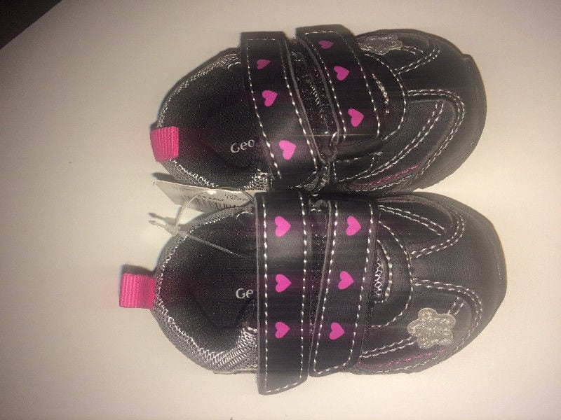 Infant baby shoes size 2 abd82cb7-1035-4305-8883-624f269cedb4