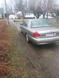 2001 Ford Crown Victoria Base Youngstown