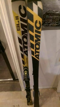 pair of black and yellow Atomic snow skis Montréal, H1W 1H4
