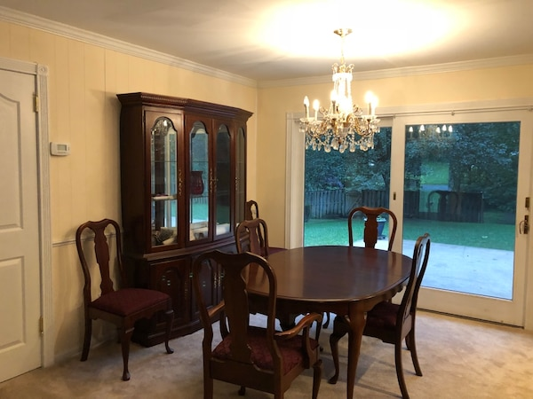 Solid wood oval dining table with chairs PICK UP ONLY