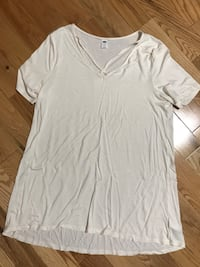 white v-neck t-shirt Russell, K0A 1W0