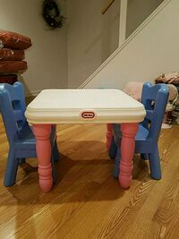 Play table and chairs 186 mi