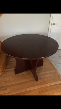 Round brown wooden pedestal table Vaughan, L4J 8B4
