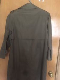 ladies green trench coat,  like new!!  size 12/14. Winnipeg, R3M 1W4