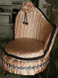 Doll house chair Victorian looking 896 mi