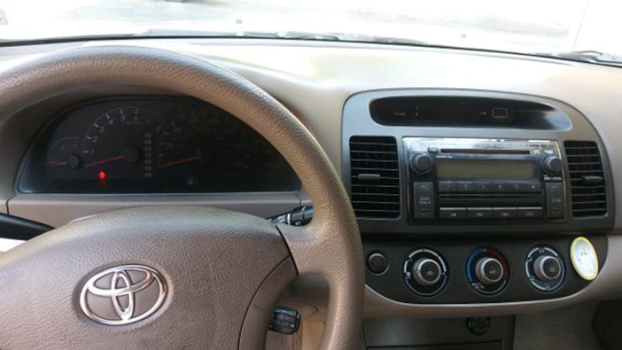 2005 Toyota Camry LE 2128814c-6526-40c3-b4aa-31a38dc5c723