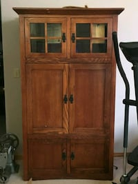 brown wooden cabinet with shelf Prineville, 97754