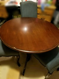 Round Dining Table with 3 Chairs Fort Worth, 76112