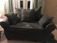 Forest Green love seat Alexandria, 22310