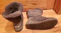 Ugg  bailey button down fur boots 8 - gray Chicago, 60652