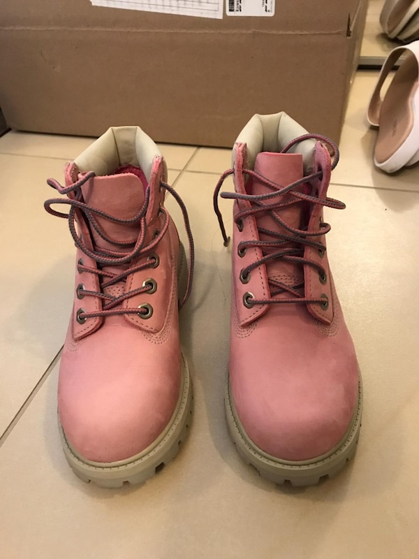 Timberland Girls boots size US13.5 829b5051-98ee-4ca7-a216-7a09dc37e42f