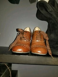 pair of brown leather dress shoes 3724 km