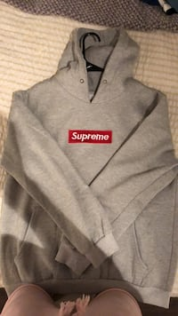 gray and black Supreme pullover hoodie 2469 km