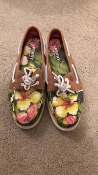 Ugly sperrys unless you like them (never worn not even once) please buy Mount Pleasant, 29464