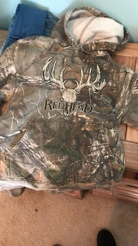 Red head camp hoodie. Size small  Olney, 20832