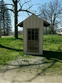 Bus stop shed  460 mi