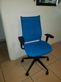 blue and black rolling armchair