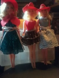 two red and blue dressed dolls 1102 mi