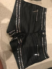Guess size 30 shorts  Clarksville, 37043