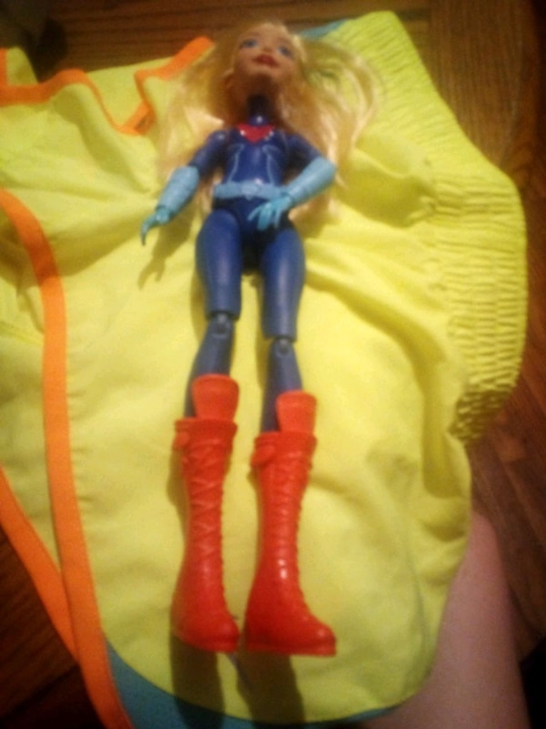 Super hero Barbie doll e24a0630-2b96-4418-8e04-3c0013f31c03