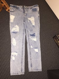 Size 32 Mens Jeans. Fits nicely  Vancouver, V6B