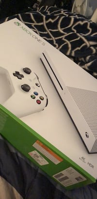 White xbox one console with controller Baltimore, 21206