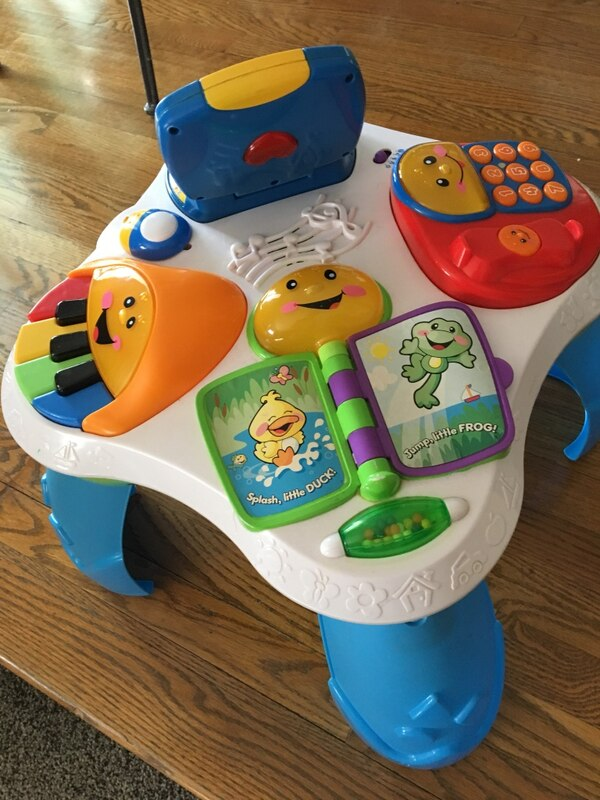 EUC Fisher Price Laugh & Learn W/Friends Musical Activity Ctr 82bde343-ef89-4354-b17c-cbb3f39bf6d8