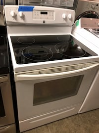 Kenmore white electric range in excellent conditions Baltimore, 21223
