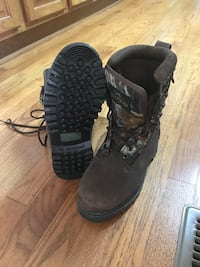 Pair of women's hunting boots Apex, 27502