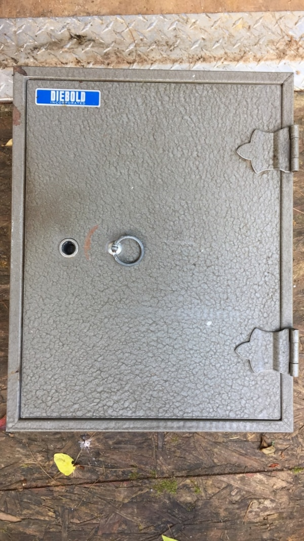 Used Gray metal Diebold safe box  for sale in Sykesville - letgo
