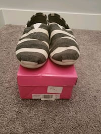 SOS shoes - size 10 ( fits like a 9) Edmonton, T6W 1A3