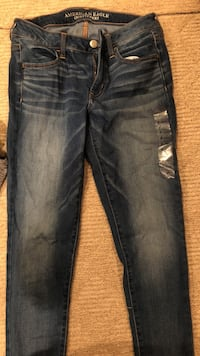 Never worn expect to try on, lost recipes can't return, super stretch size 8regular skinny jeans!