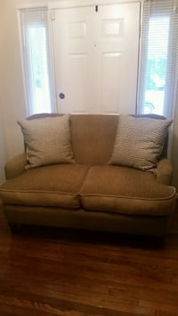 LOVE SEAT COUCH Dumfries, 22025