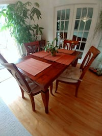 Dining/breakfast table with 4 chairs 4 1/2 × 3ft