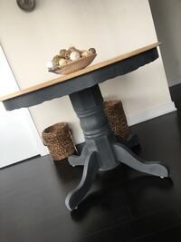 Kitchen/dining table  Mississauga, L5B 0G1