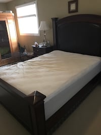 Queen size bed frame cherry wood Pickering, L1V 5V6