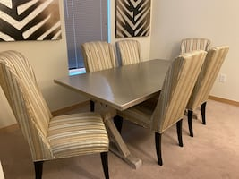 Beautiful Kitchen/Dining Table and Chairs