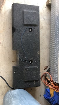 Sub box currently has two 10s in it also have an amp I'll throw in for an extra 30 Richland, 39218