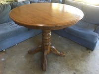 round brown wooden pedestal table Southaven, 38671